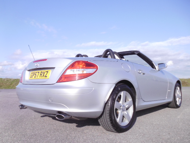 2007/57 MERCEDES SLK 200 1.8 SE LOW MILEAGE CONVERTABLE WITH FULL MERCEDES BENZ SERVICE HISTORY ! Image 4