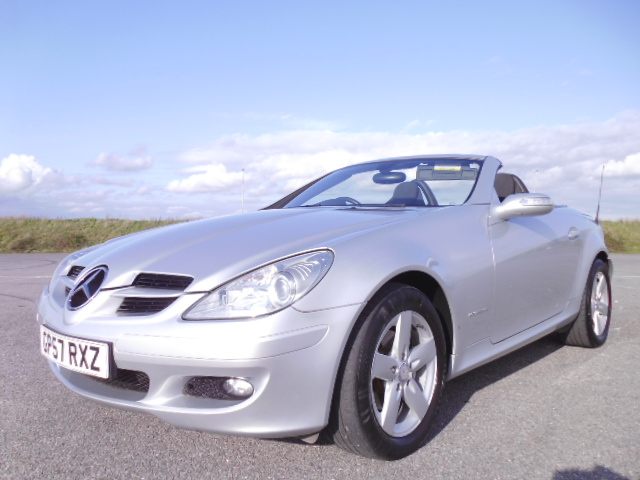 2007/57 MERCEDES SLK 200 1.8 SE LOW MILEAGE CONVERTABLE WITH FULL MERCEDES BENZ SERVICE HISTORY ! Image 1