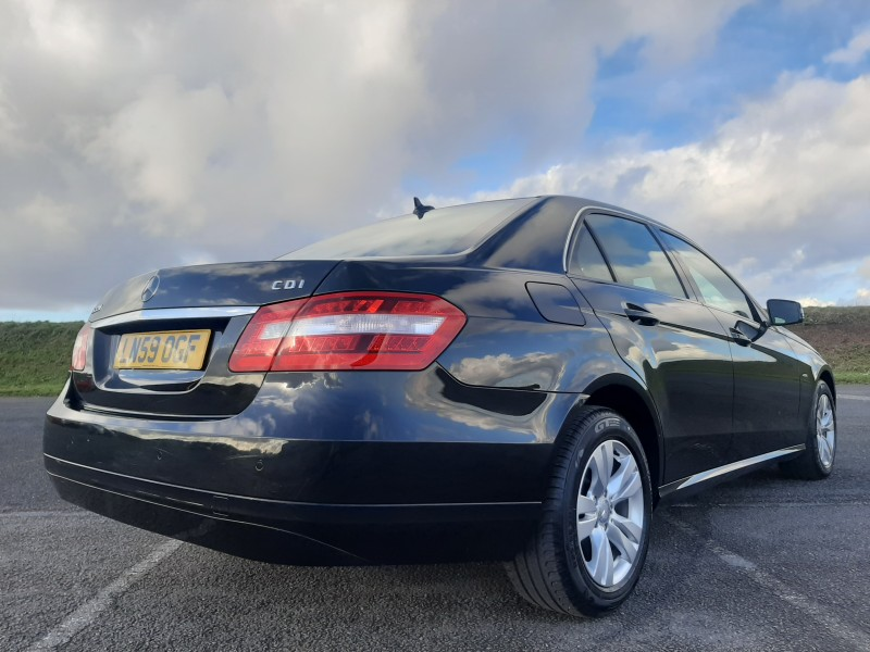 2009/59 MERCEDES E220CDI SE BLUE EFFICIENCY SALOON STUNNING WITH LOW MILEAGE ! Image 4