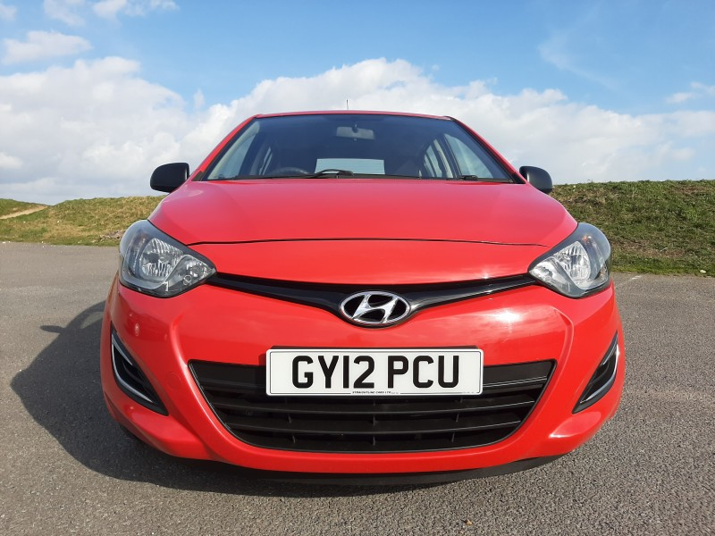 2012/12 HYUNDAI i20 1.2 A/C CLASSIC LOW MILEAGE  AND ONLY £30/Y ROAD TAX! Image 2