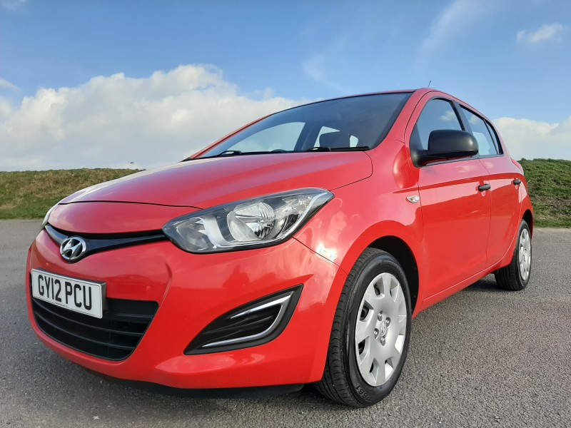 2012/12 HYUNDAI i20 1.2 A/C CLASSIC LOW MILEAGE  AND ONLY £30/Y ROAD TAX! Image 1