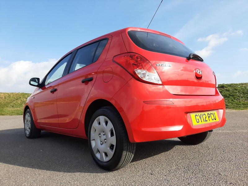 2012/12 HYUNDAI i20 1.2 A/C CLASSIC LOW MILEAGE  AND ONLY £30/Y ROAD TAX! Image 6