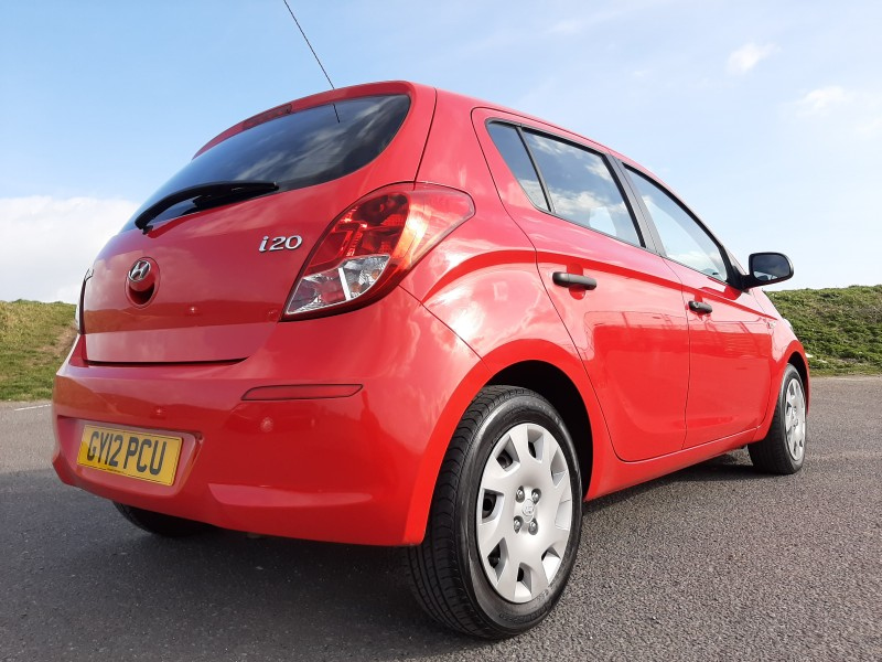2012/12 HYUNDAI i20 1.2 A/C CLASSIC LOW MILEAGE  AND ONLY £30/Y ROAD TAX! Image 4