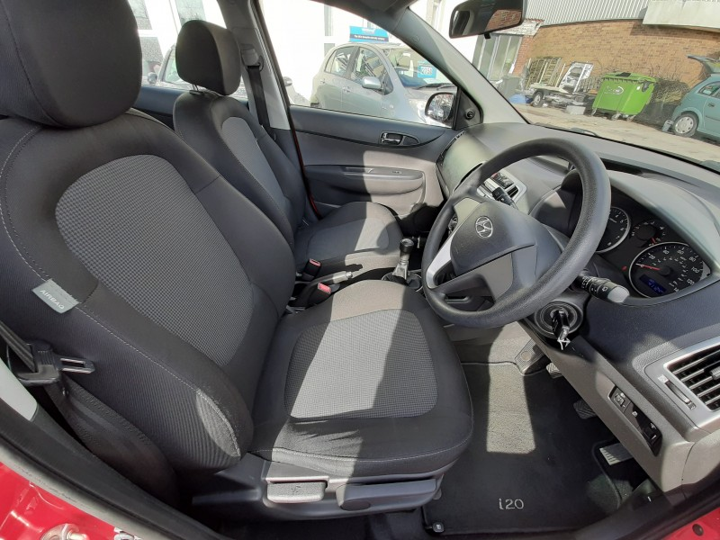 2012/12 HYUNDAI i20 1.2 A/C CLASSIC LOW MILEAGE  AND ONLY £30/Y ROAD TAX! Image 11